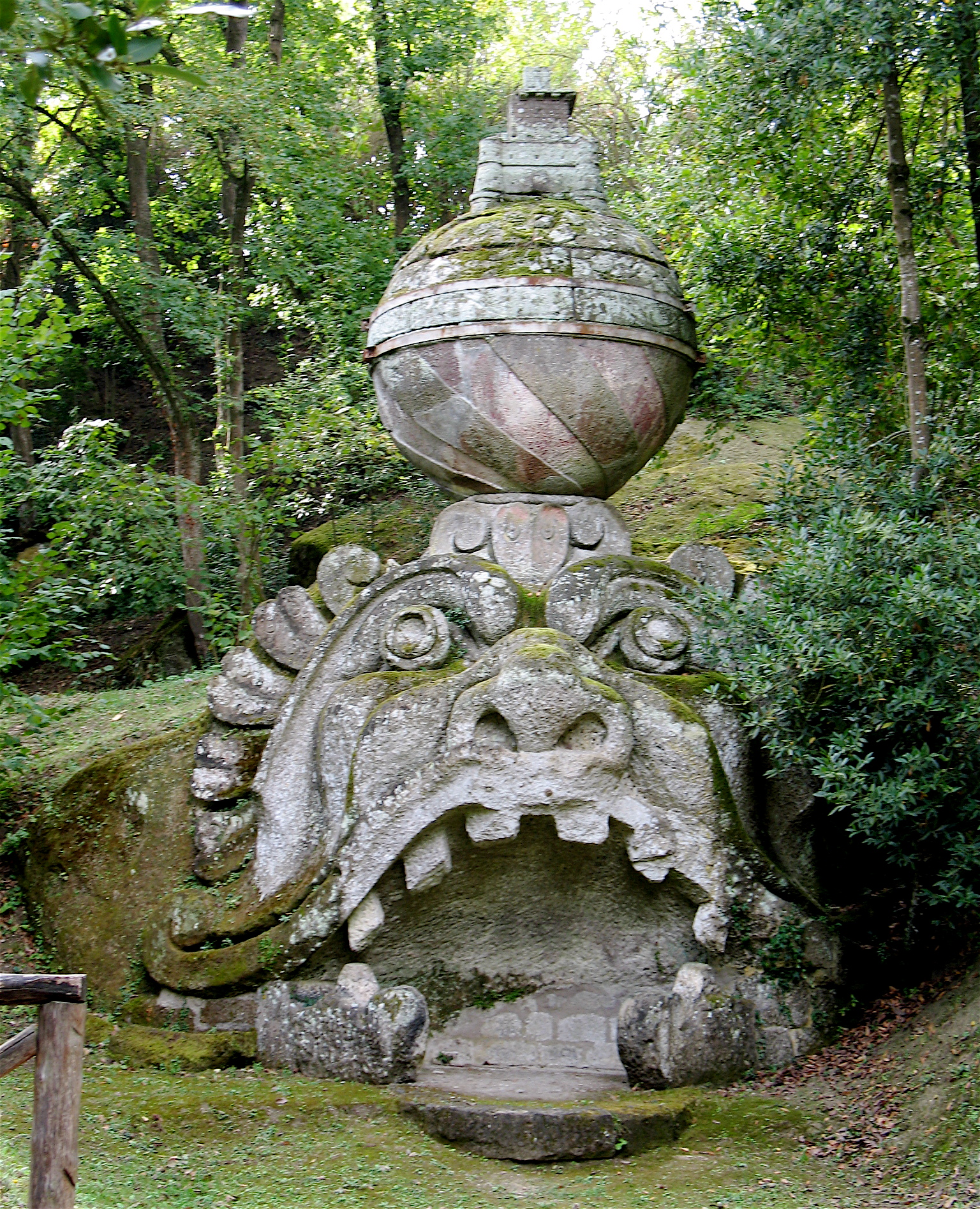 bomarzo mask of madness alice joyce photo alice 39 s garden travel buzz. Black Bedroom Furniture Sets. Home Design Ideas