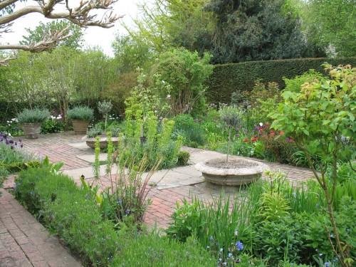Bloomsbury gardens sussex england alice 39 s garden for 500 hillside terrace bessemer al