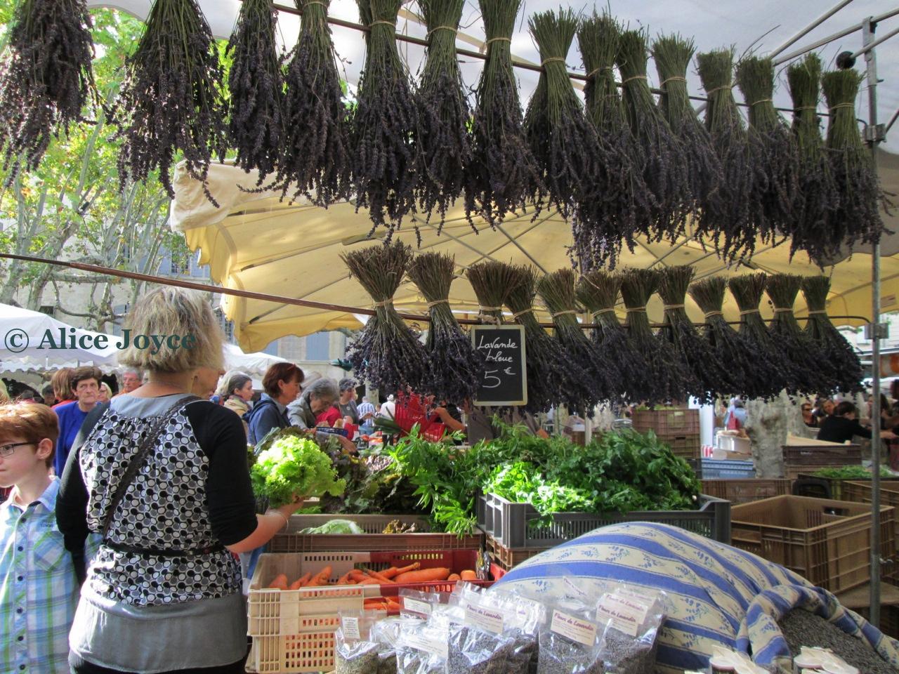 uzes market lavender alice joyce alice 39 s garden travel buzz. Black Bedroom Furniture Sets. Home Design Ideas